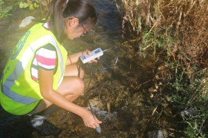 Water-quality testing on the LA River by Crean Lutheran Heal the Bay Club